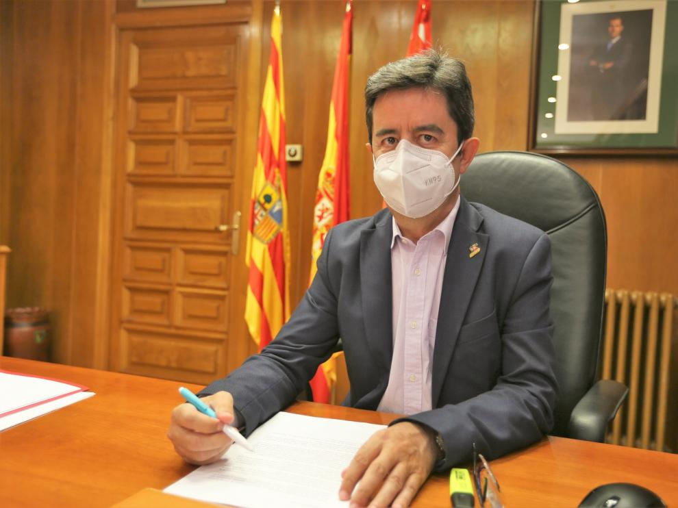 """Luis Felipe, alcalde de Huesca: """"No es fácil tomar decisiones, no hay  guion, no hay una experiencia anterior"""""""