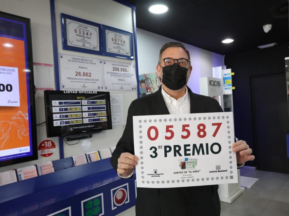 """Un décimo del tercer premio de """"El Niño"""" en el estanco Benito de Huesca"""