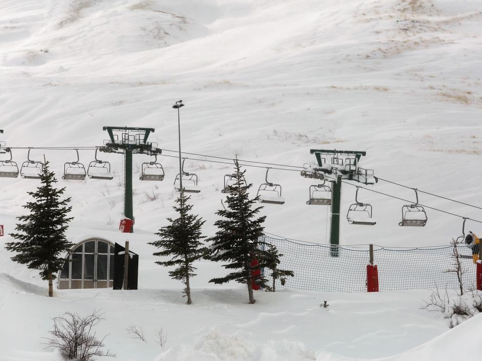 """Alcaldes del Pirineo piden """"claridad"""" y un plan de rescate, si no se abren las estaciones de esquí"""