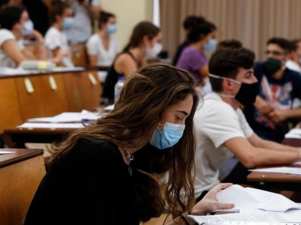 """Miles de universitarios piden que los exámenes se hagan """"online"""""""