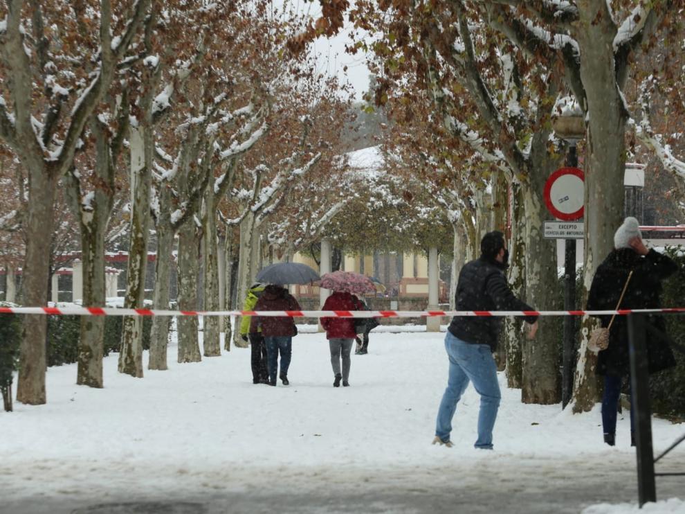 La nieve obliga a cerrar por precaución la calle del Parque y el Parque Miguel Servet de Huesca