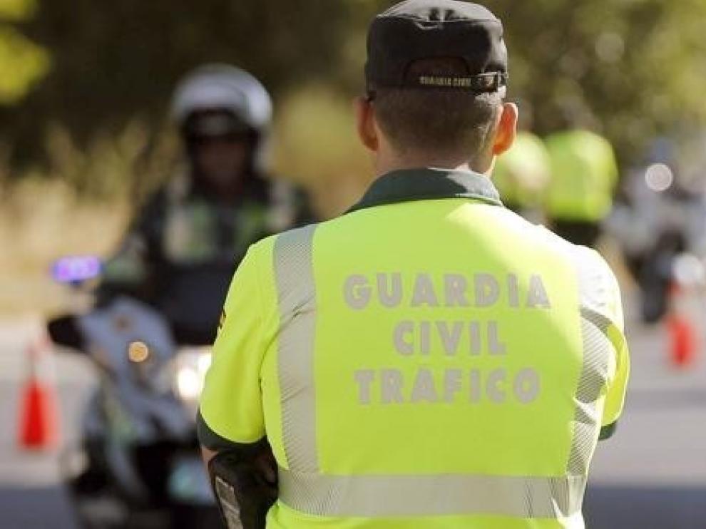 La Guardia Civil detiene en Nueno a un joven con droga al darle el alto por no llevar neumáticos de invierno