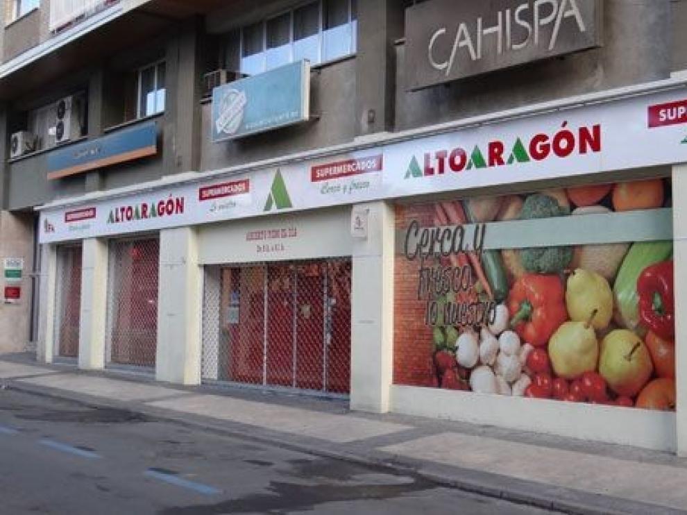 Supermercados Alto Aragón de Ramón y Cajal de Huesca cierra para reparar los desperfectos por un leve incendio