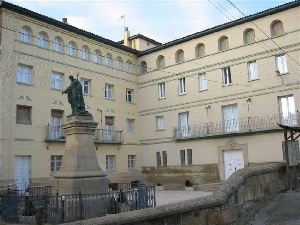 El obispo de Barbastro-Monzón ordena a dos nuevos diáconos escolapios en Peralta de la Sal
