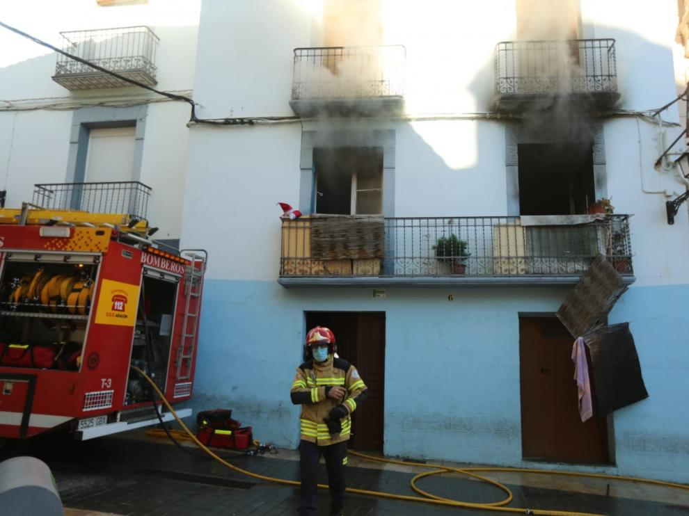 Intoxicados y con quemaduras leves una mujer y su hijo en un incendio en el casco antiguo de Huesca