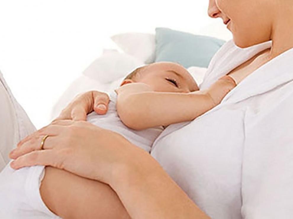 Alrededor del 90% de las madres españolas mantiene la lactancia materna pese a la Covid-19, según un estudio