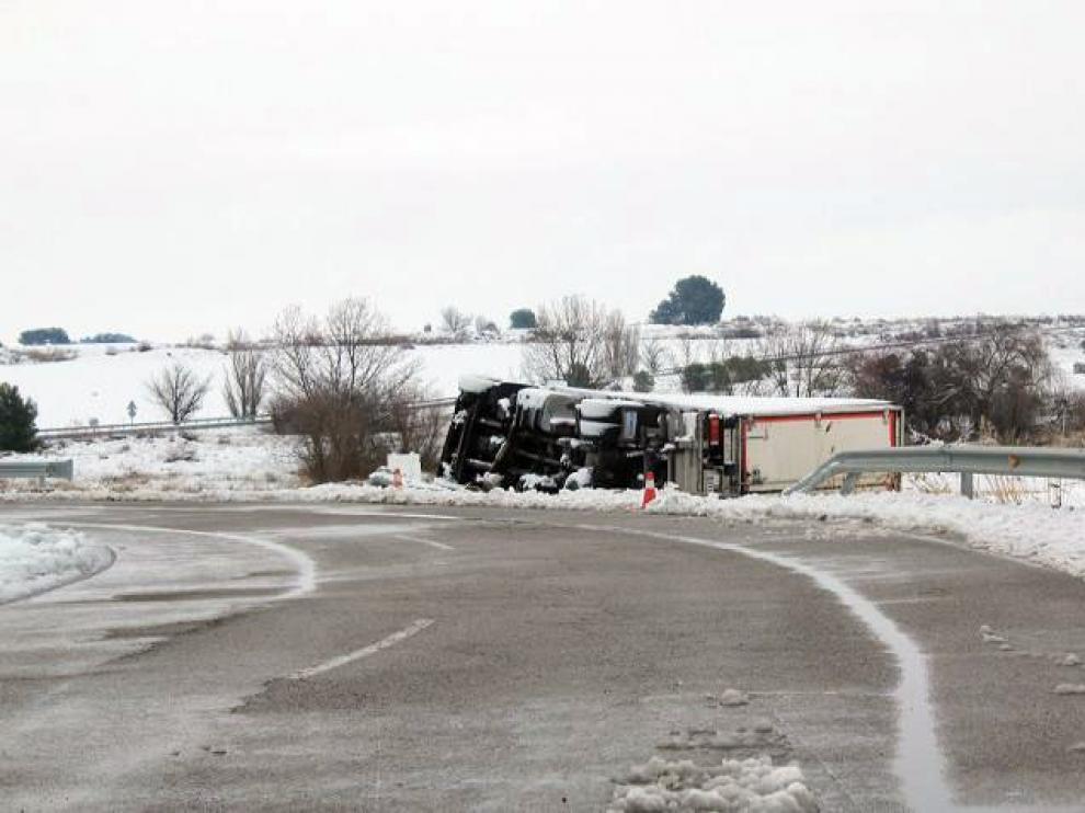 Seis detenidos por saquear un camión con alimentos en Sariñena