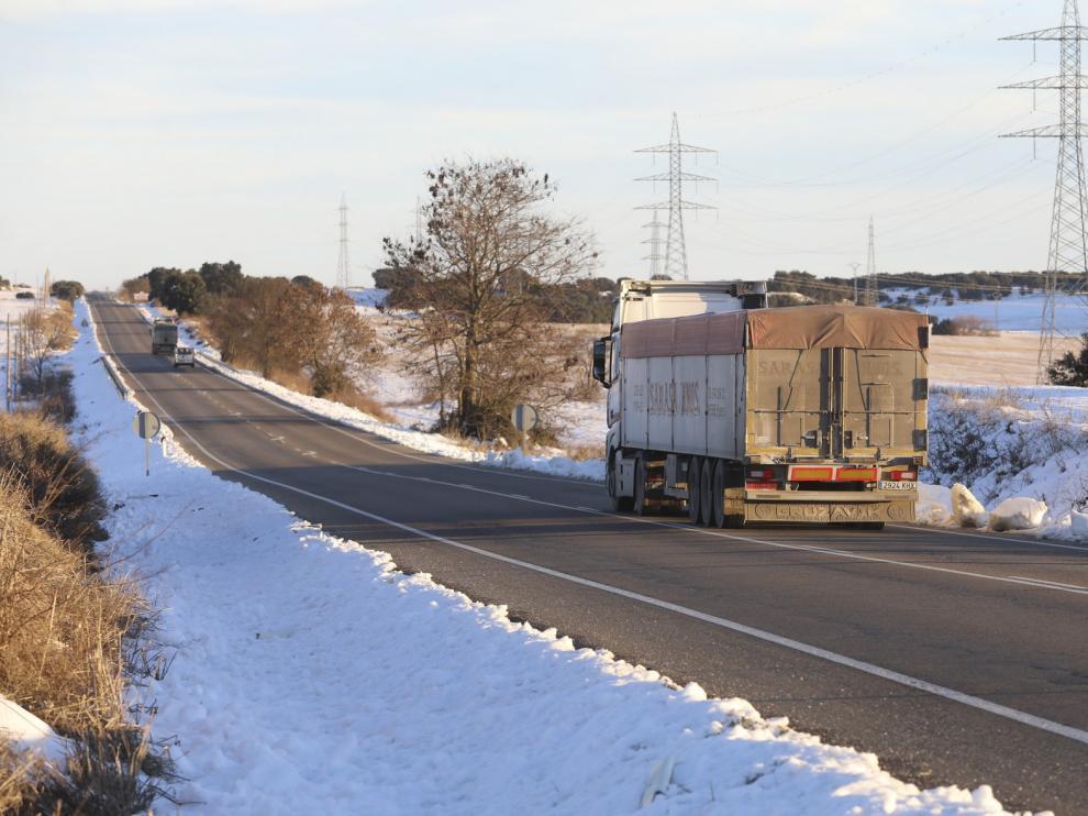 Cortada una hora la A-132 en Esquedas al salir de la vía varios vehículos a causa del hielo