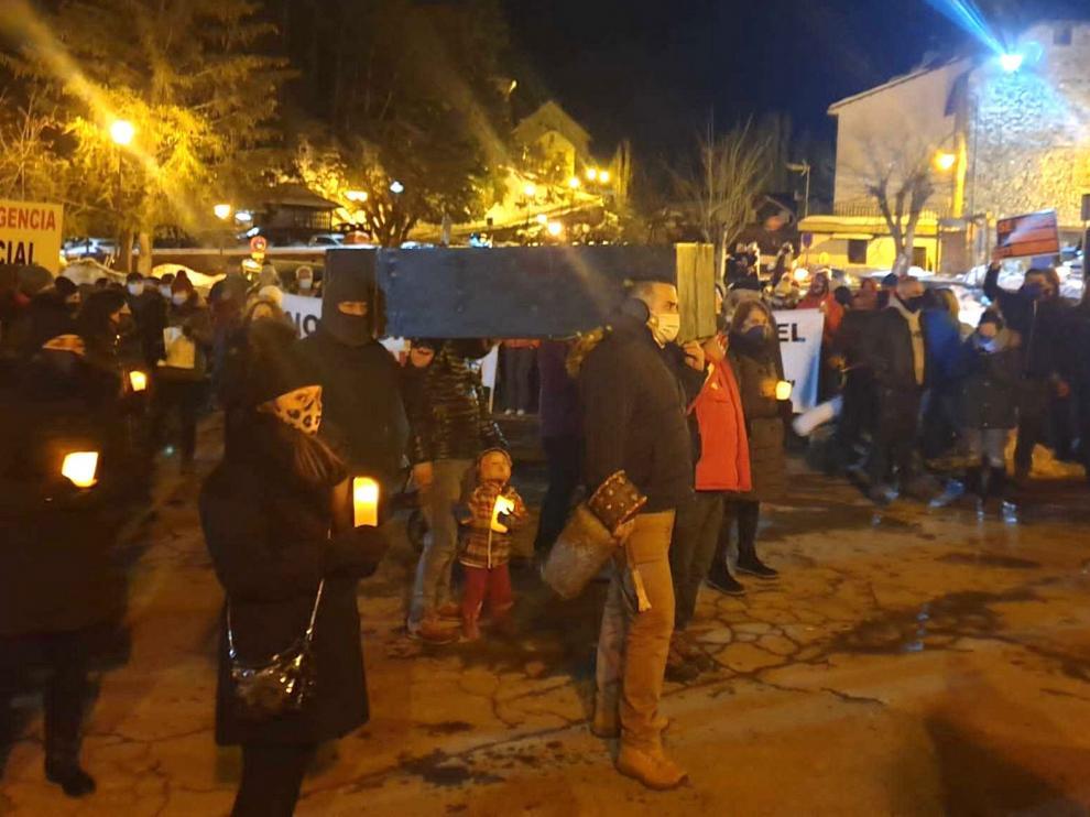 Jacetania y Alto Gállego reclaman el rescate del sector de la nieve