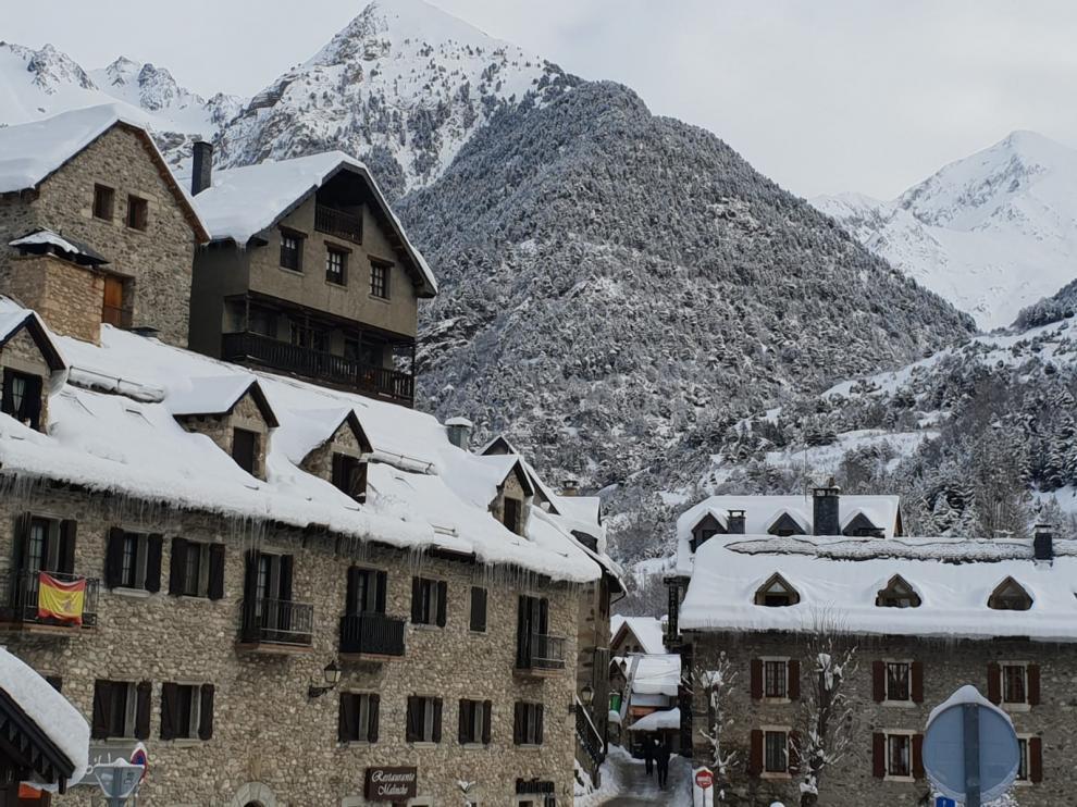 Asociaciones turísticas y empresariales del Pirineo insisten en un plan de rescate