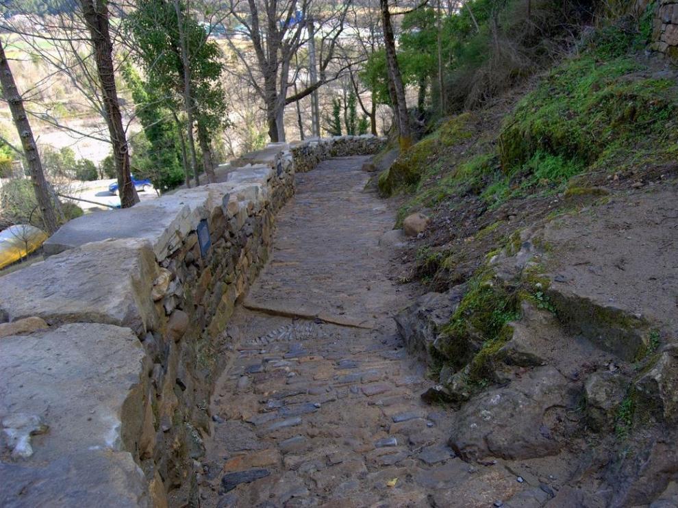 Recuperados caminos tradicionales en Aínsa