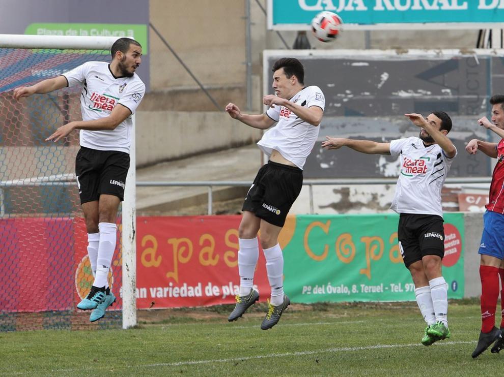 El Binéfar cae en Teruel en un partido con un final de locura