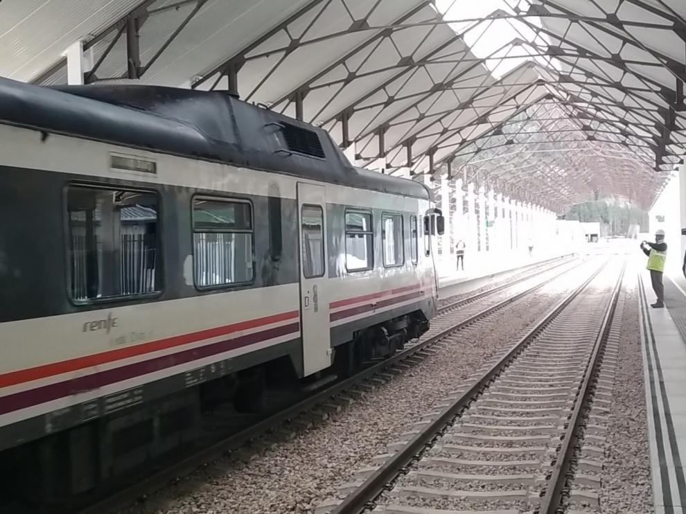 Estaciona en Canfranc el primer tren de viajeros de la nueva terminal en fase de pruebas