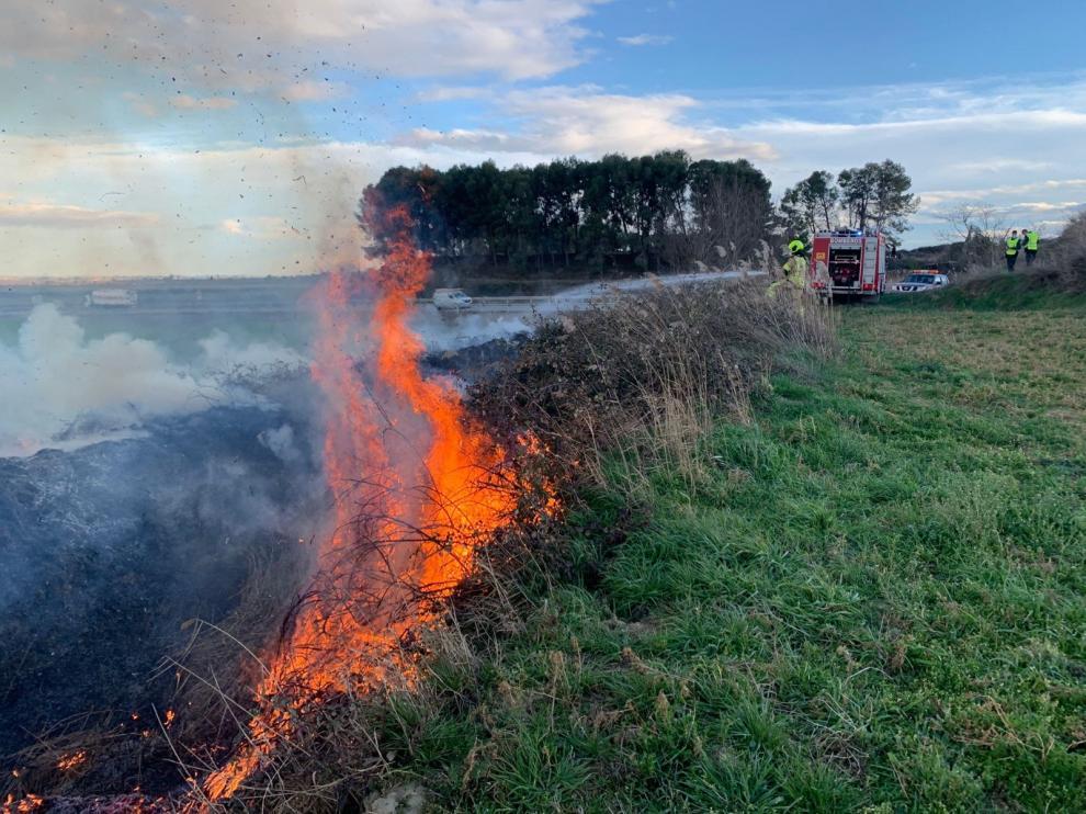 Los bomberos de la DPH sofocan varios incendios en Monegros, Bajo Cinca y Cinca Medio