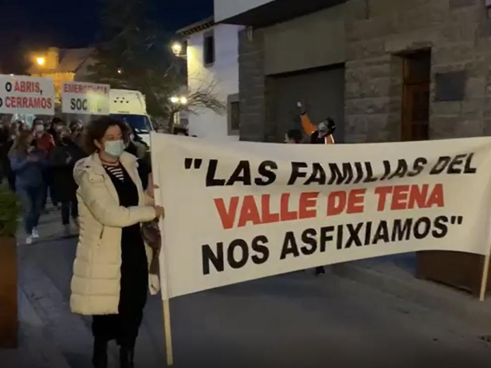 Cientos de manifestantes piden en las cuatro comarcas del Pirineo ayudas ante la crisis de su sector turístico