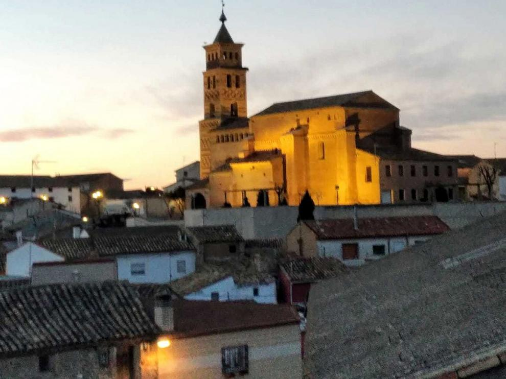 Un piso para asentarse en el pueblo o para viajar de Latinoamérica a Monegros