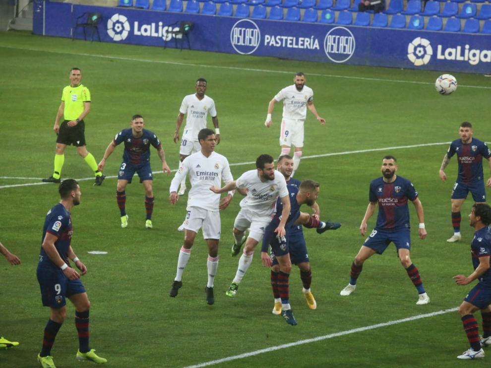 El Huesca, castigado por los rechaces en su partido ante el Real Madrid (1-2)