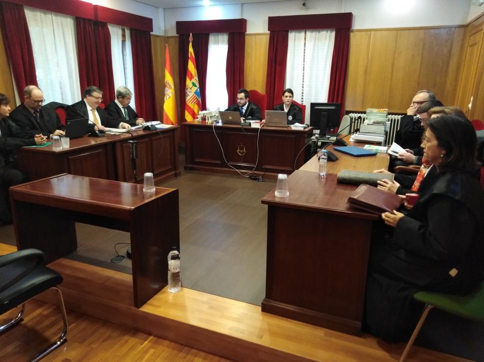 El traslado profesional del magistrado Carlos Lobón deja en manos de su sucesora el litigio de los bienes