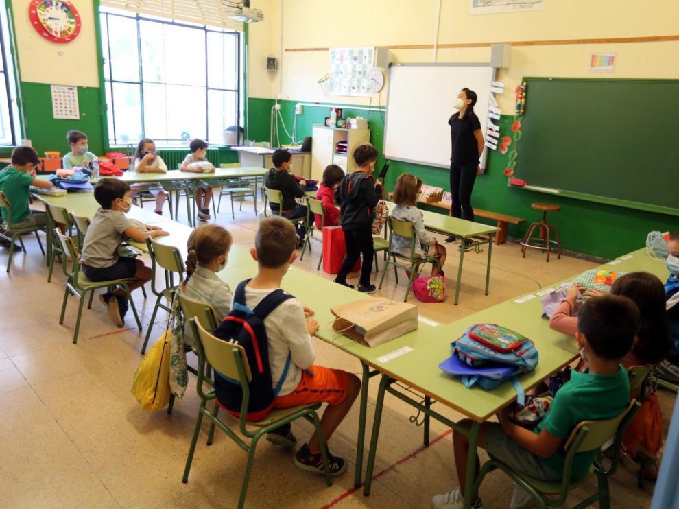 Las maestras copan el alza de las horas extras sin pagar en pandemia