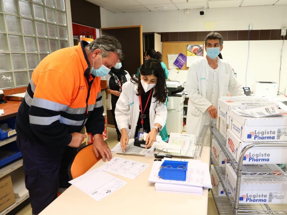 Aragón ha recibido este lunes las primeras 5.400 dosis de la vacuna de AstraZeneca