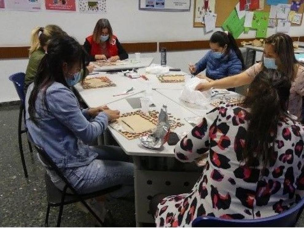 Cruz Roja Huesca refuerza a las mujeres con dificultades sociales y económicas