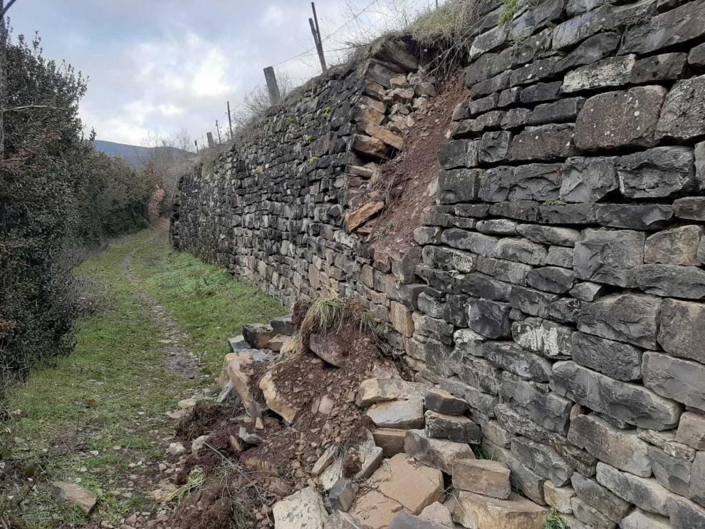 A ver quién arregla el muro