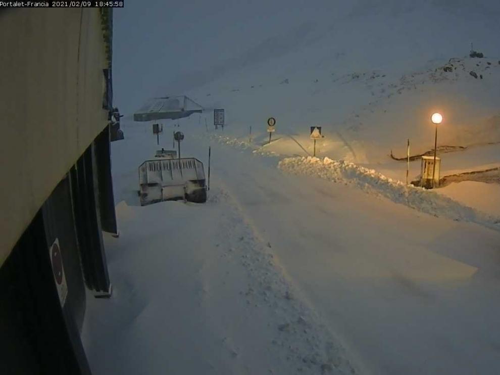 La nieve complica la circulación en más de 15 carreteras del norte de la provincia