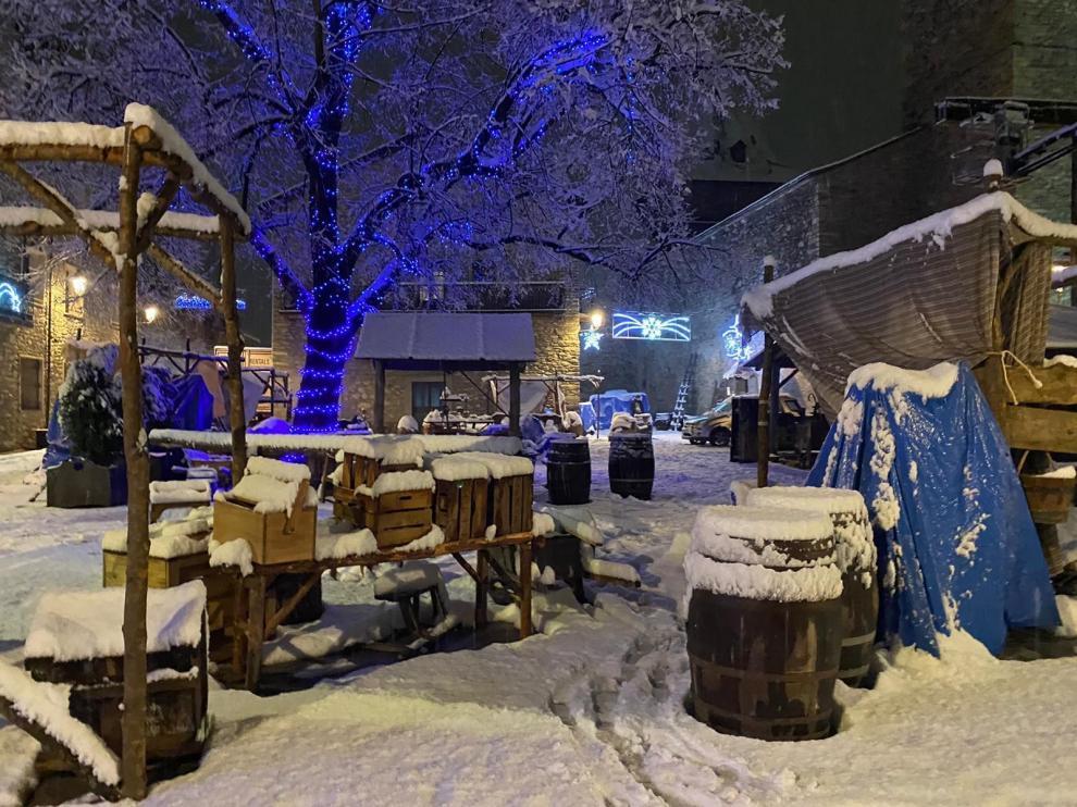 """La nieve en Benasque cubre los decorados de """"A mil kilómetros de la Navidad"""""""