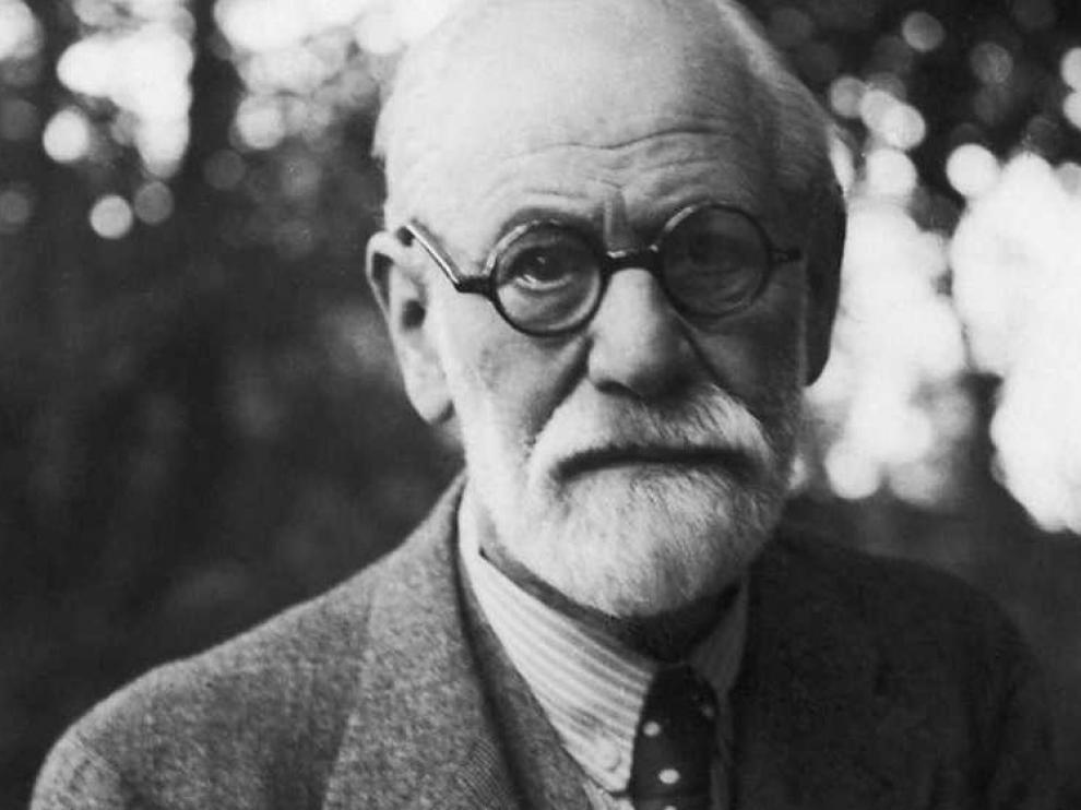 El racismo y la identidad de género se tumban en el diván de Freud