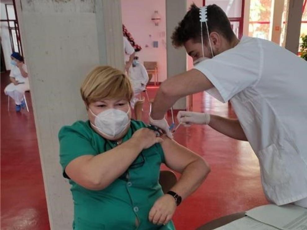 El Gobierno de Aragón distribuirá cerca de 3.000 dosis de vacunas la próxima semana en los sectores sanitarios de Huesca y Barbastro