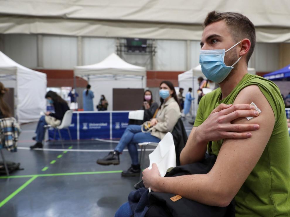 Comienza a administrarse la vacuna de AstraZeneca en Aragón a estudiantes de Ciencias de la Salud