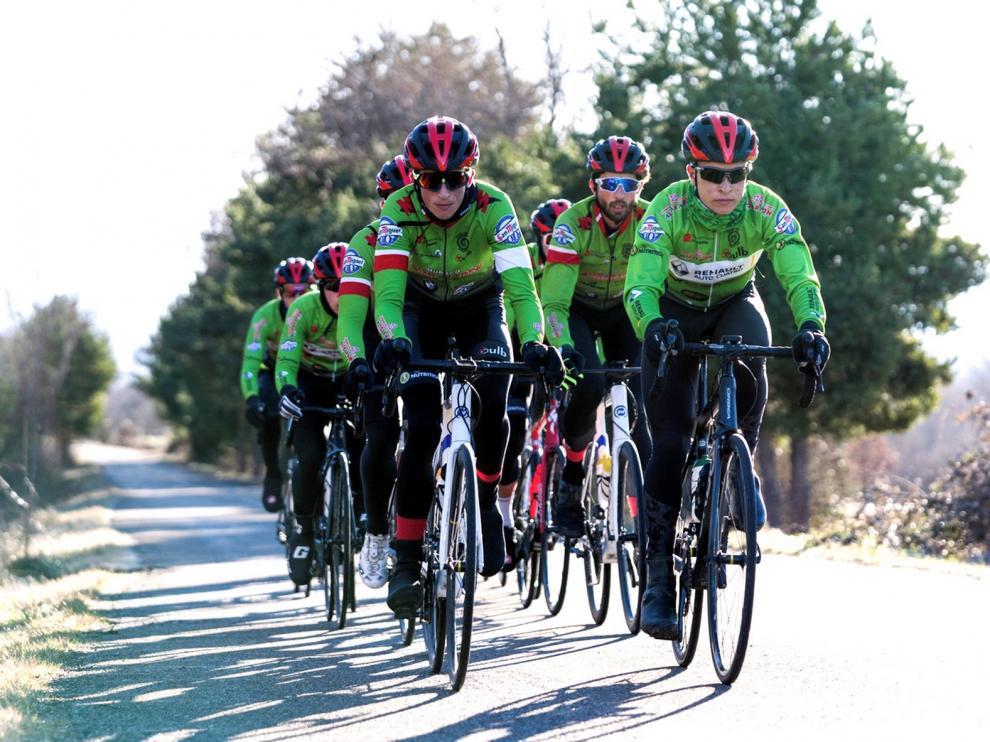 El Club Ciclista Oscense se reúne en la Jacetania para aferrar la unión del grupo