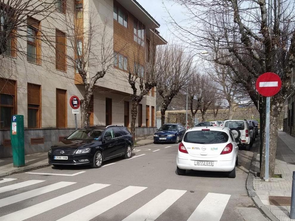 Jaca abre al tráfico una nueva calle en la zona posterior del centro de salud
