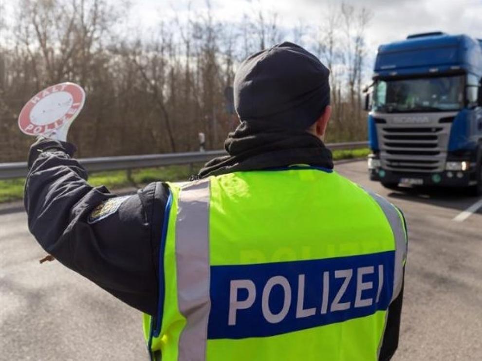 Alemania relaja los controles fronterizos que critica Europa