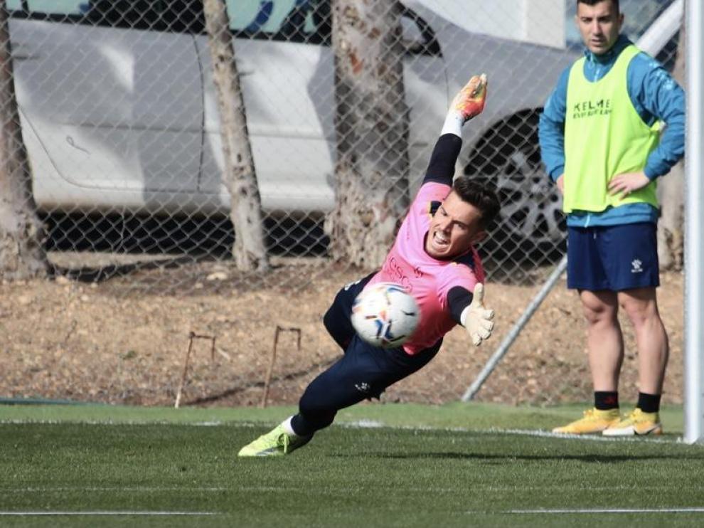 """Álvaro califica de """"crucial"""" el partido del Huesca ante el Granada"""
