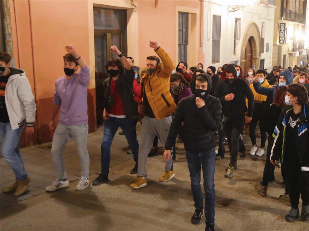 Unas 200 personas piden en Huesca la liberación del rapero Pablo Hasél
