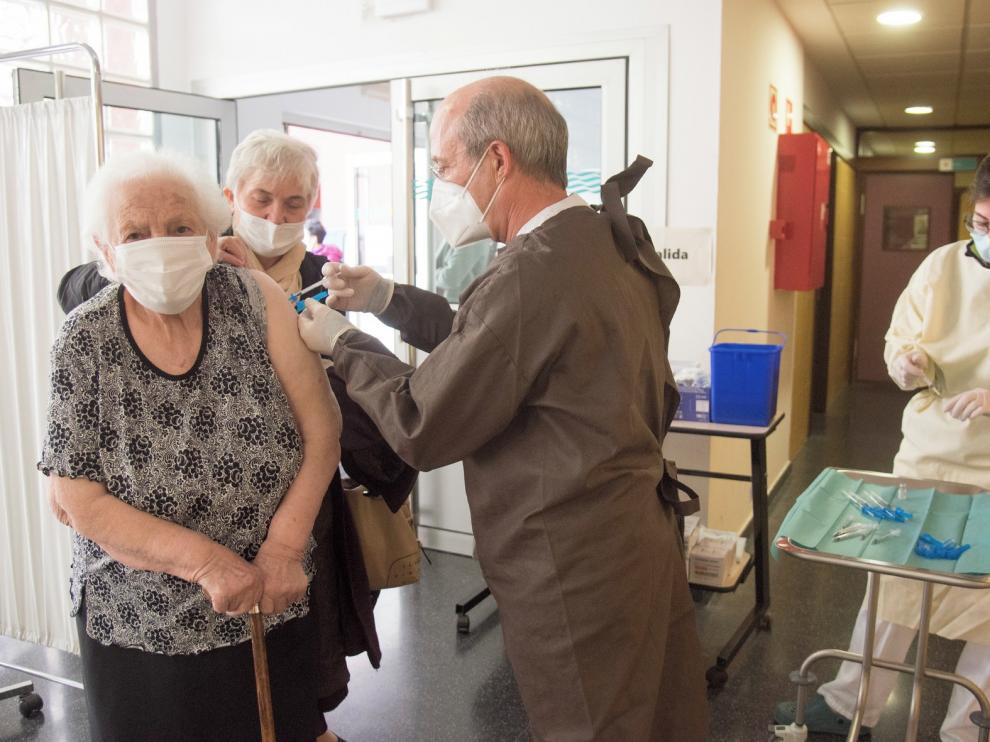 Comienza la vacunación para los mayores de 80 años en Huesca