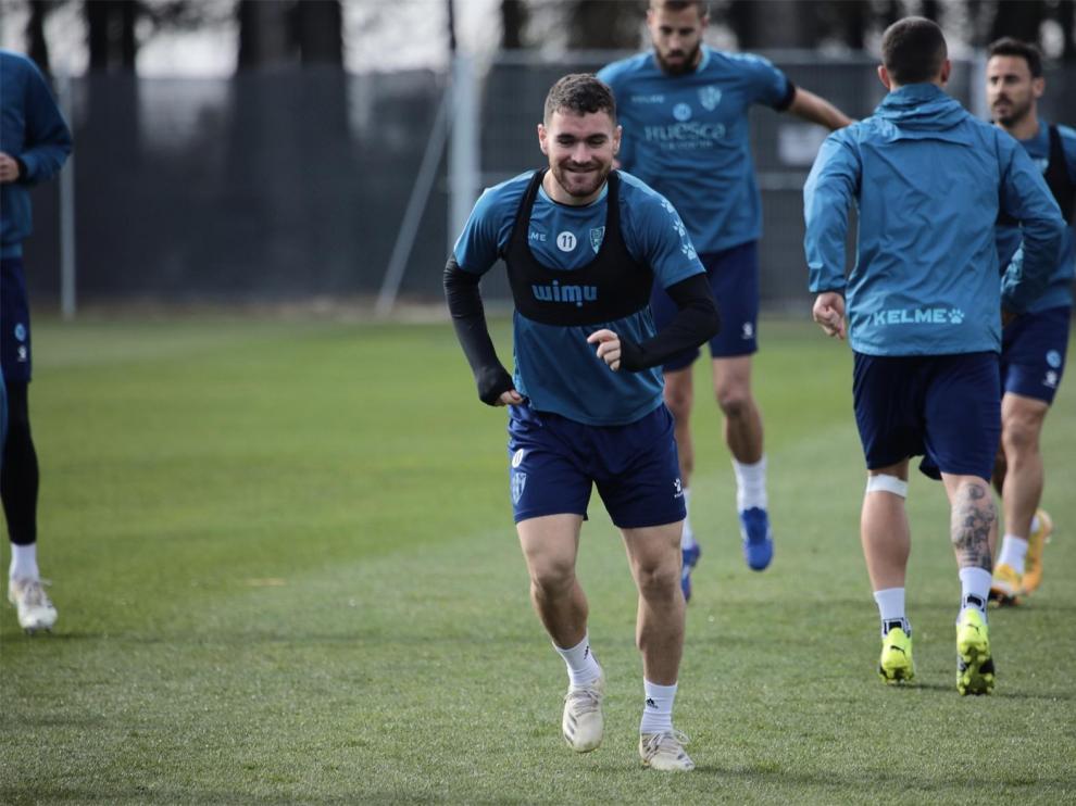 """Javi Galán dice que ahora el Huesca tiene """"tres o cuatro partidos para engancharnos"""""""