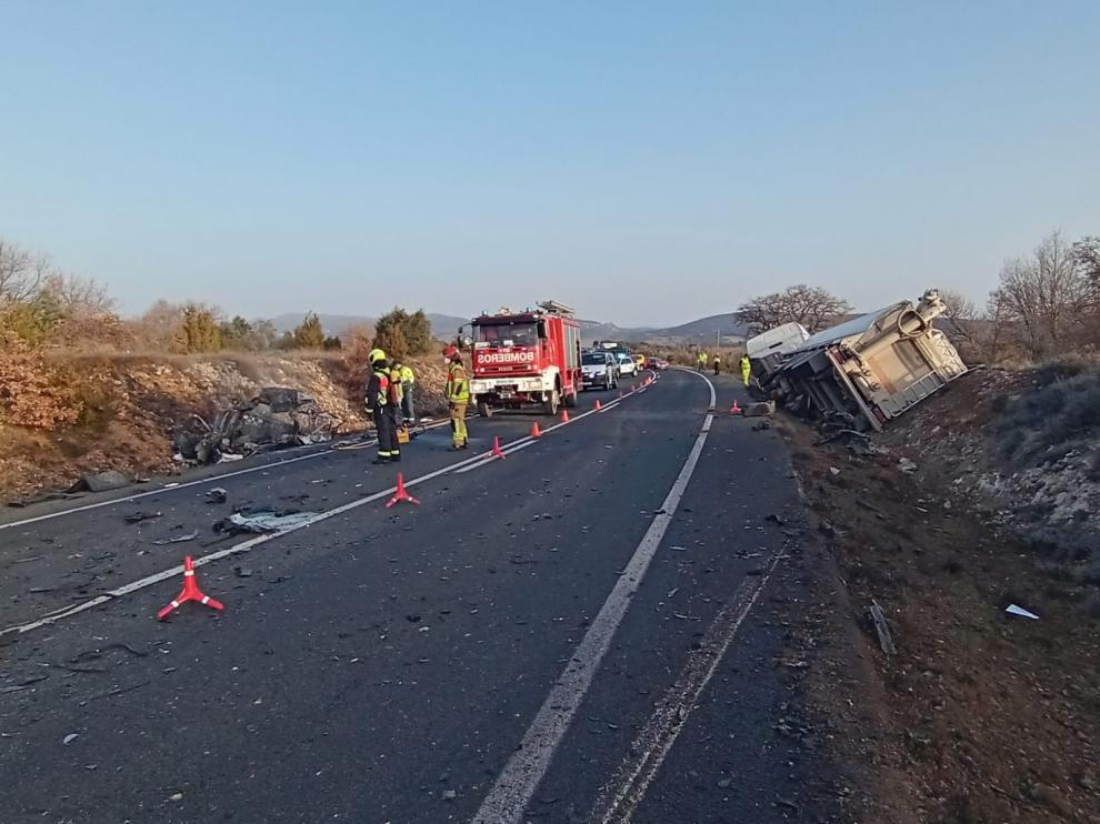 Un fallecido al colisionar un coche y un camión en la carretera N-230 a su paso por la Ribagorza