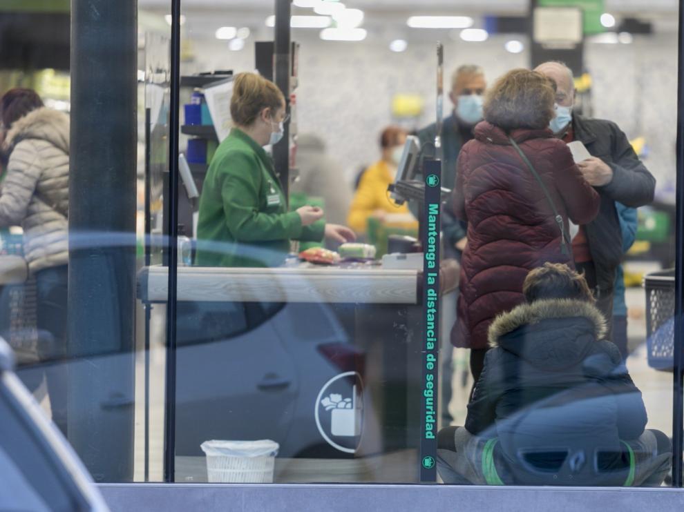 Empleados de supermercados en Huesca piden la vacuna al ser esenciales