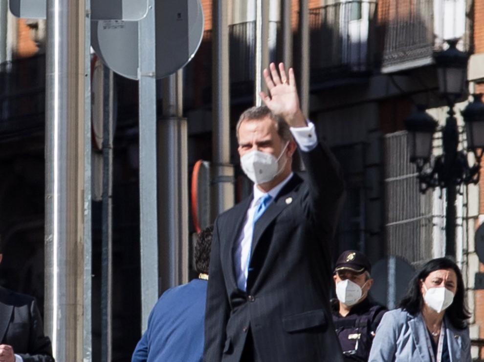 Felipe VI en su llegada al Congreso.