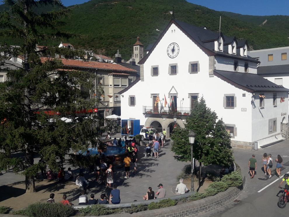 Plaza del Ayuntamiento de Biescas.