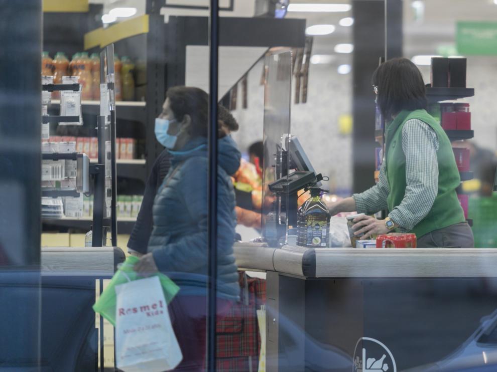 Clientes en el Mercadona  / 23-02-2021 / Foto Rafael Gobantes[[[DDA FOTOGRAFOS]]]