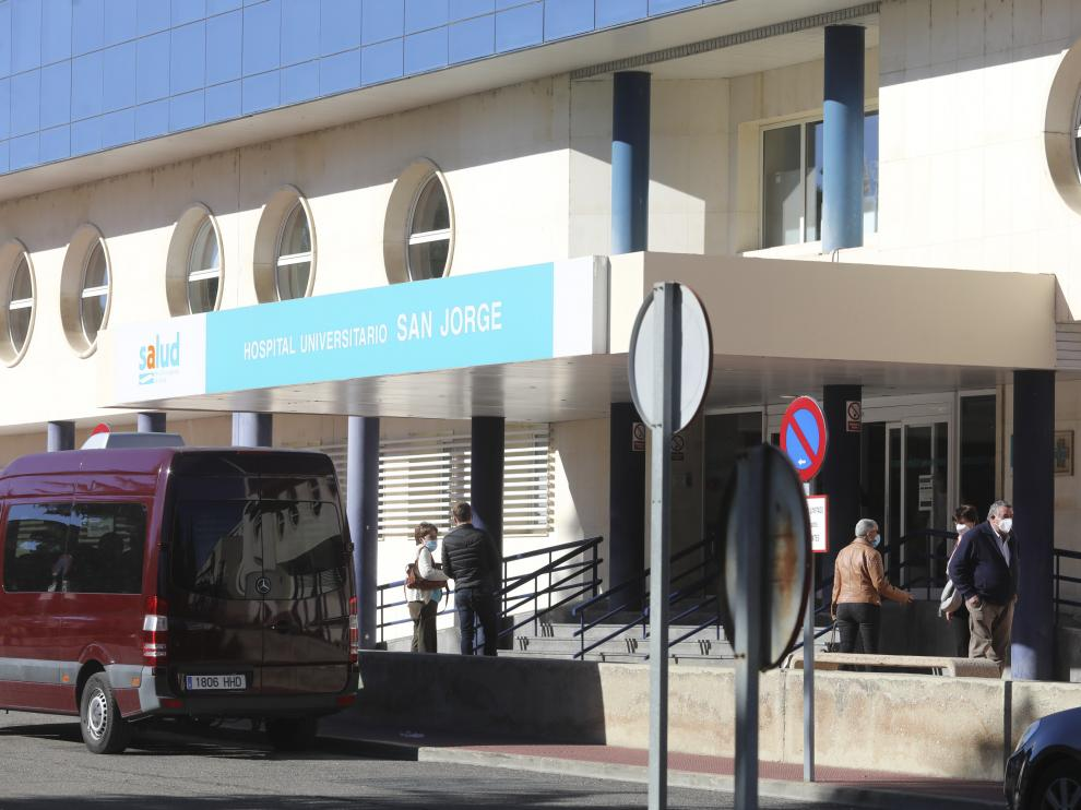 Entrada Hospital San Jorge y Urgencias / 20-11-2020 / Foto Rafael Gobantes[[[DDA FOTOGRAFOS]]][[[DDAARCHIVO]]][[[DDAARCHIVO]]]