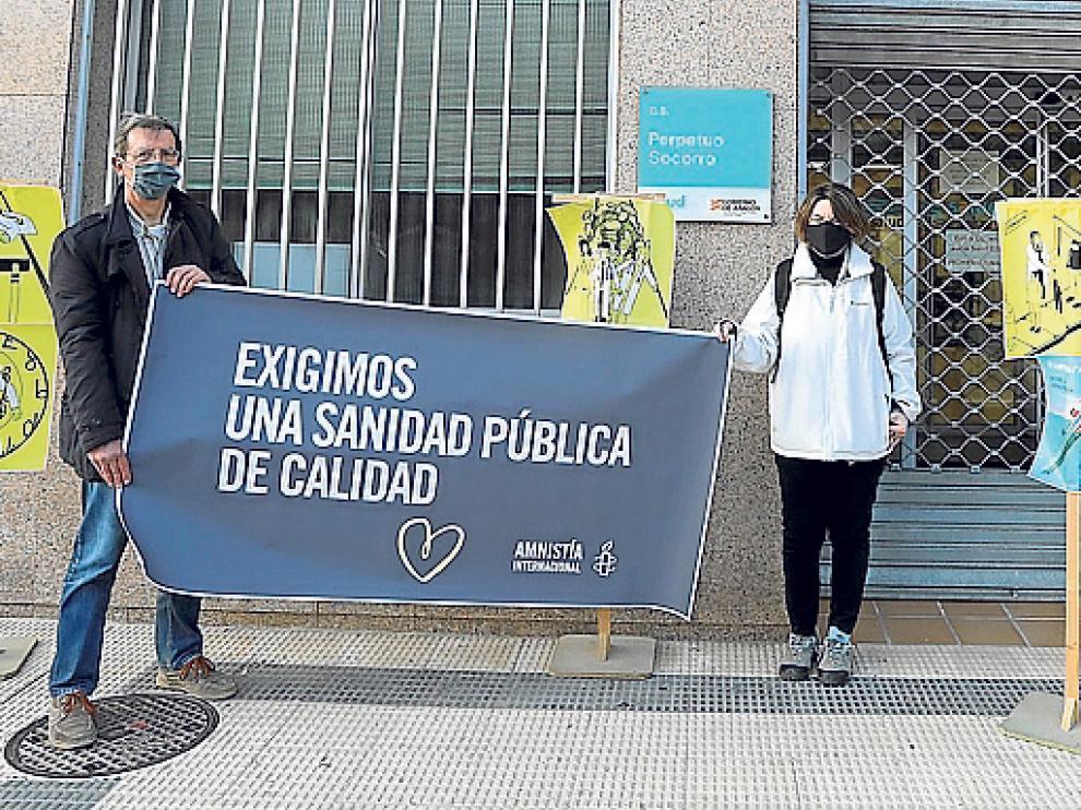 Miembros de Amnistía Internacional en el Centro de Salud Perpetuo Socorro