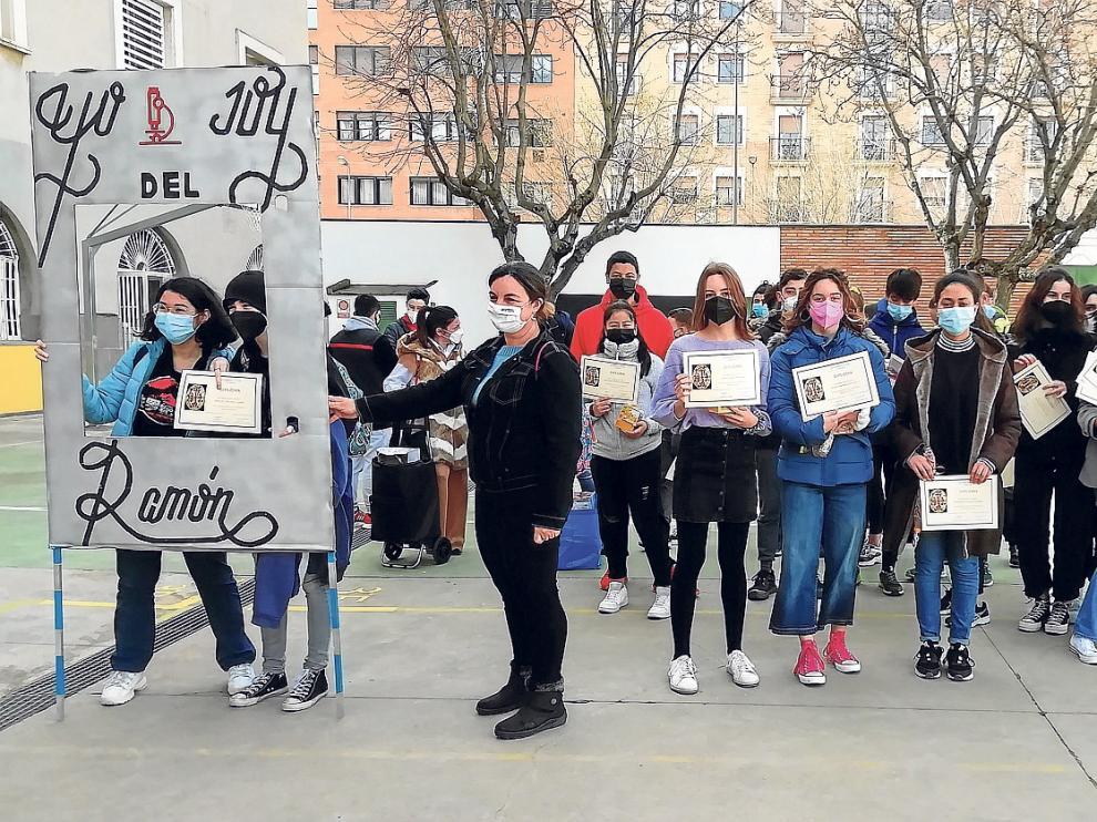 Alumnos del IES Ramón y Cajal en el acto de este jueves