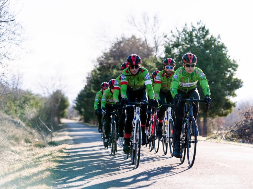 Los corredores del Huesca La Magia-Renault Auto 4, durante un entrenamiento.