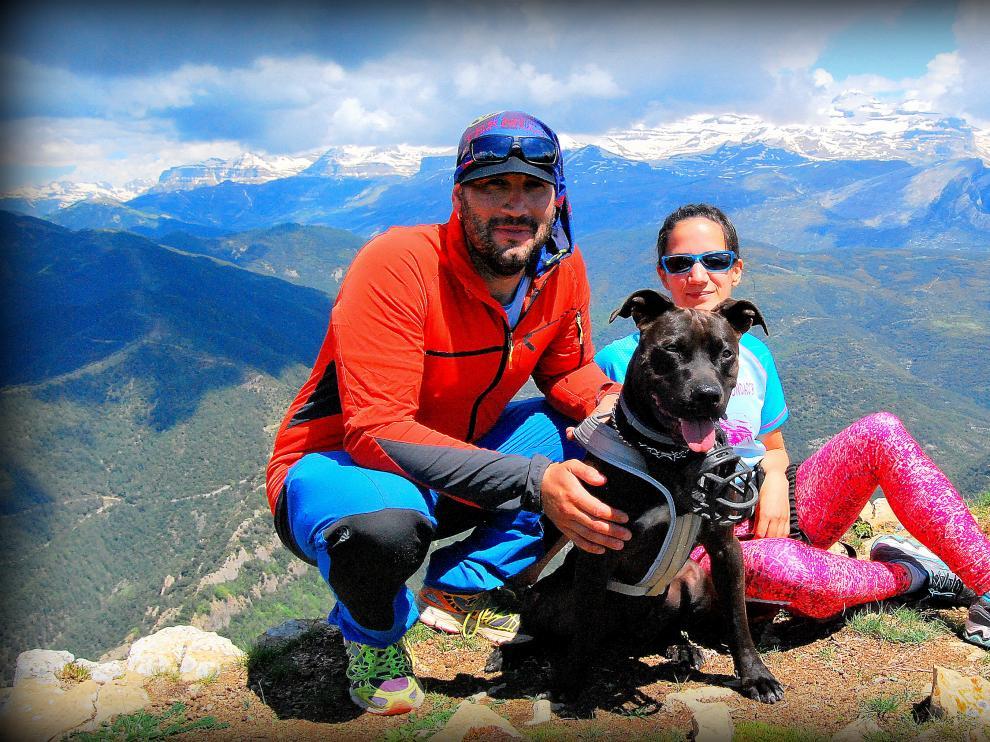 El guía de barrancos Javier López y la periodista Cristina Aibar llegaron a Usana hace cinco años