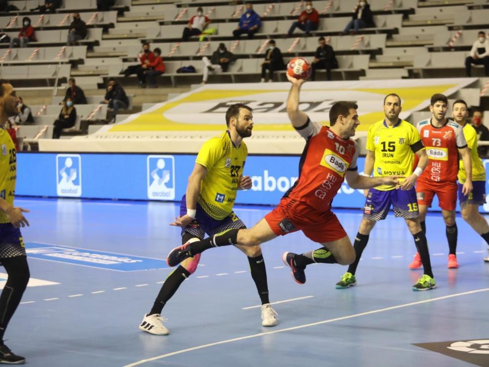 El Bada se enfrenta al Bidasoa en el Palacio de los Deportes de Huesca
