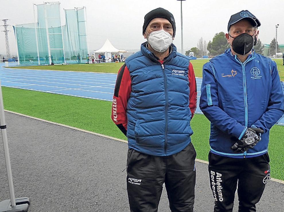 Fernando Marquina, coordinador del atletismo Máster en la RFEA, con Juan Diego